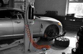 Обслуживание тормозного узла автомобиля (чистка, смазка, обработка и прокачка)!